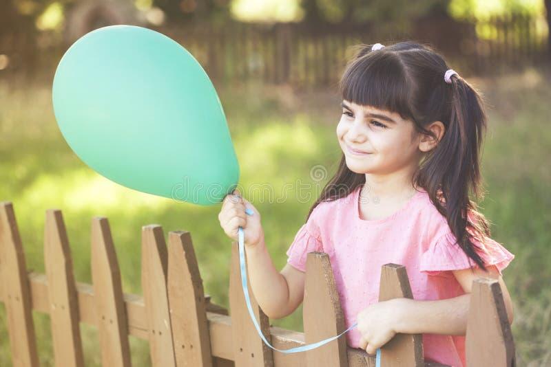 lyckligt barndombegrepp royaltyfri bild