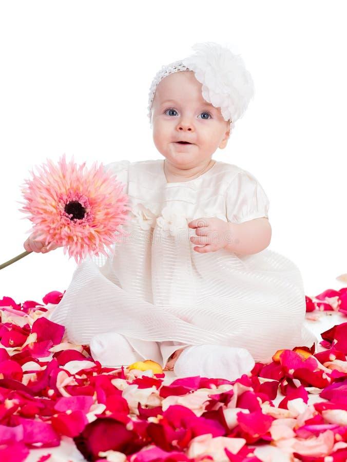 Lyckligt behandla som ett barn flickan med blomman royaltyfria foton