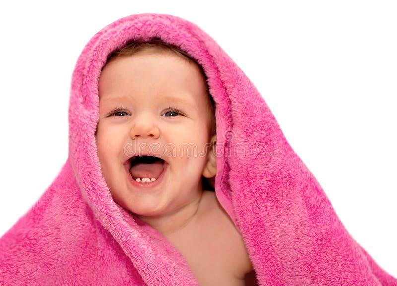 Lyckligt behandla som ett barn med den röda handduken arkivfoto