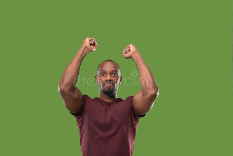 Lyckligt extatiskt fira för vinnande framgångman vara en vinnare Dynamisk driftig bild av den manliga modellen fotografering för bildbyråer