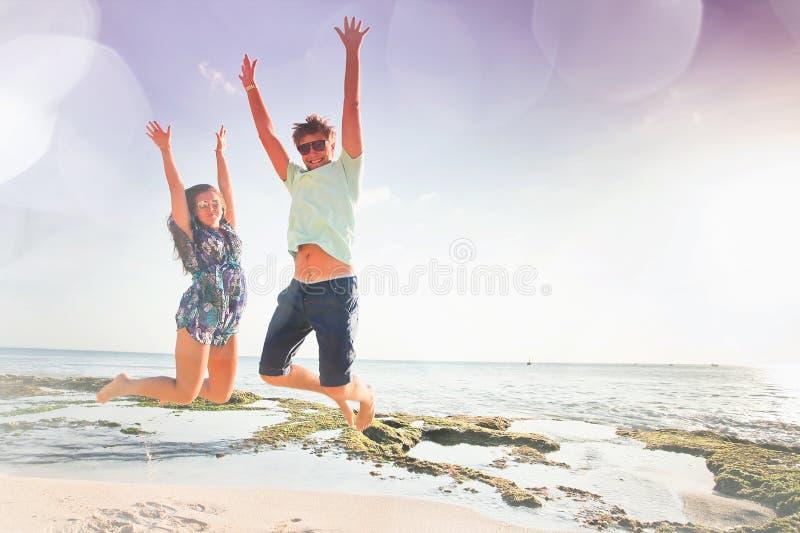 Lyckligt folk, bröllopsresasommarlopp på Bali arkivfoton