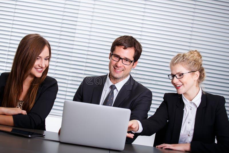 lyckligt folk för affärsgrupp arkivbild