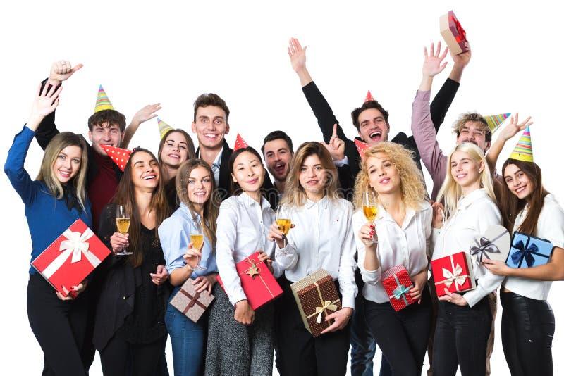 Lyckligt folk som firar ferie med champagne arkivfoton