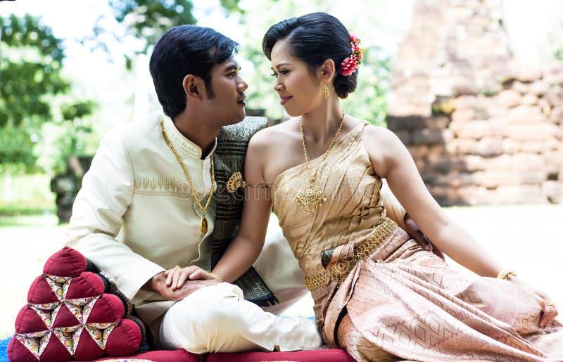 Lyckligt gift par royaltyfri bild