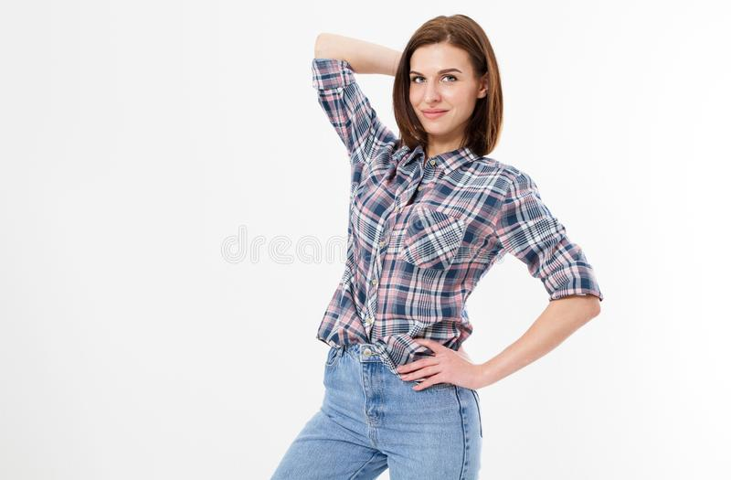 Lyckligt härligt posera för brunettkvinna som isoleras på vit bakgrund Folk-, stil- och modebegrepp - lycklig ung tonårig flicka  arkivbilder