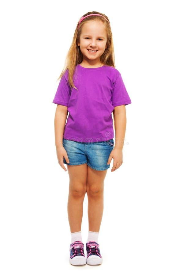 Lyckliga 6 år gammal flicka fotografering för bildbyråer