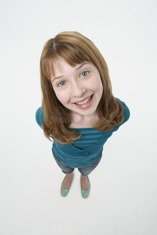 Lyckligt le för ung flicka arkivfoto