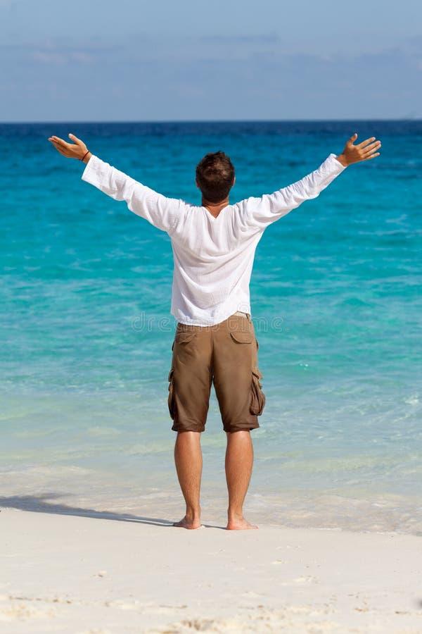 lyckligt manbarn för strand royaltyfri foto