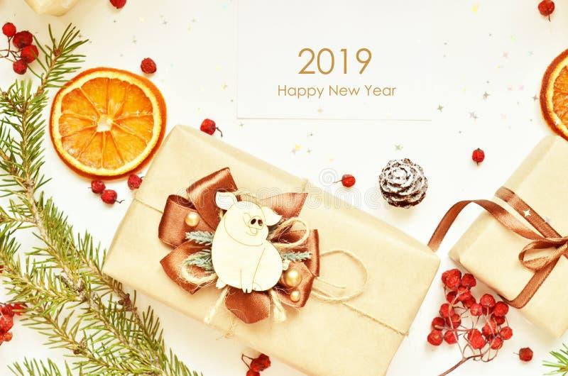 Lyckligt nytt år 2019 År av svinet arkivfoton