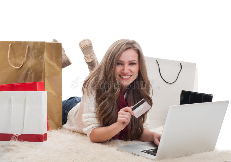 Lyckligt och tillfredsställt shoppa flickan royaltyfri foto