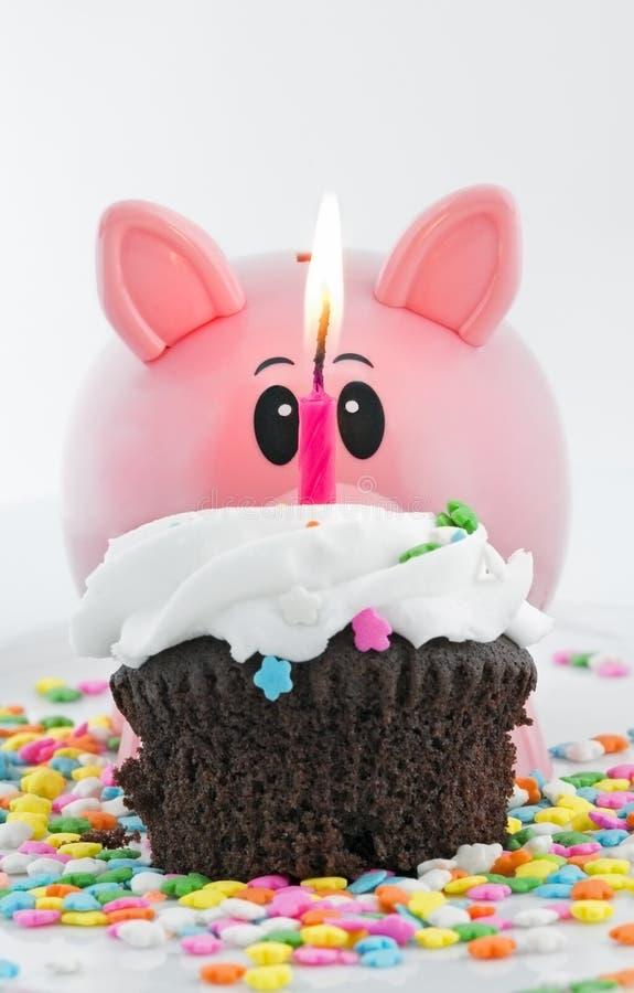 lyckligt piggy för gruppfödelsedag royaltyfri foto