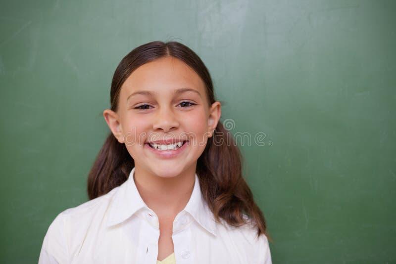 Lyckligt posera för schoolgirl arkivfoton