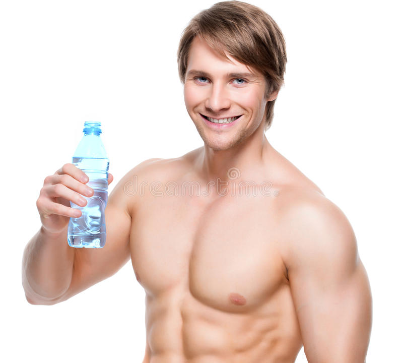 Lyckligt shirtless idrottsmanhållvatten royaltyfri foto