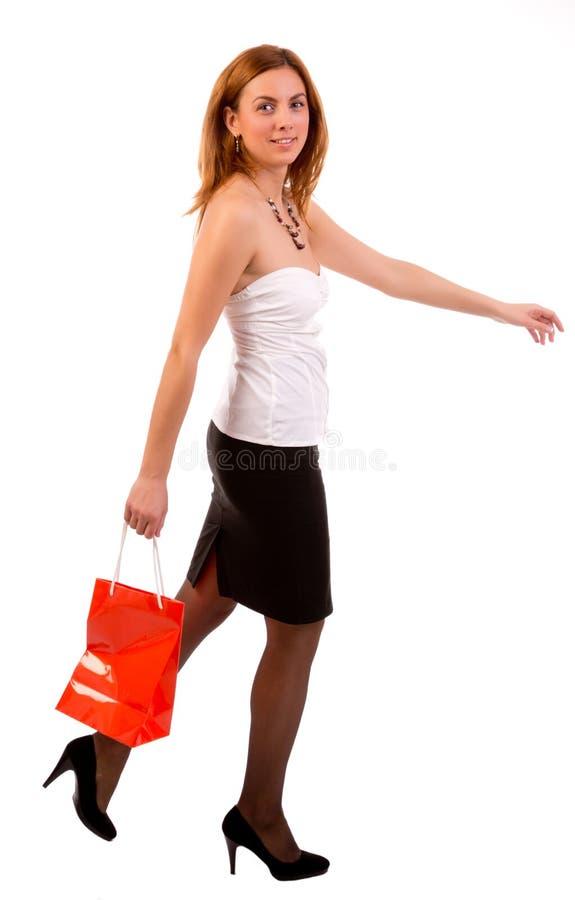 Lyckligt shoppingkvinnaspring arkivbild