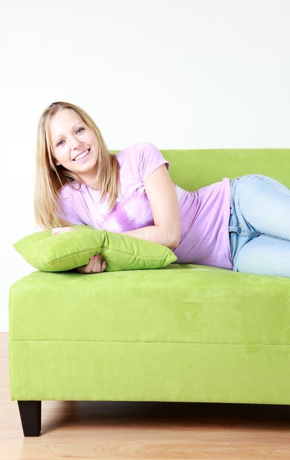 lyckligt tonårs- för flicka arkivfoton