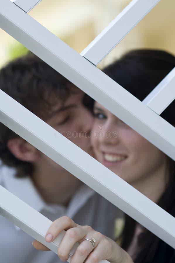 lyckligt tonårs- för par royaltyfria foton