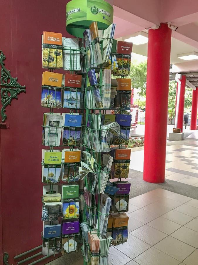 Lyers和小册子在回教可利用的自由地里面Masjid Muhammadiah,怡保,霹雳州 图库摄影