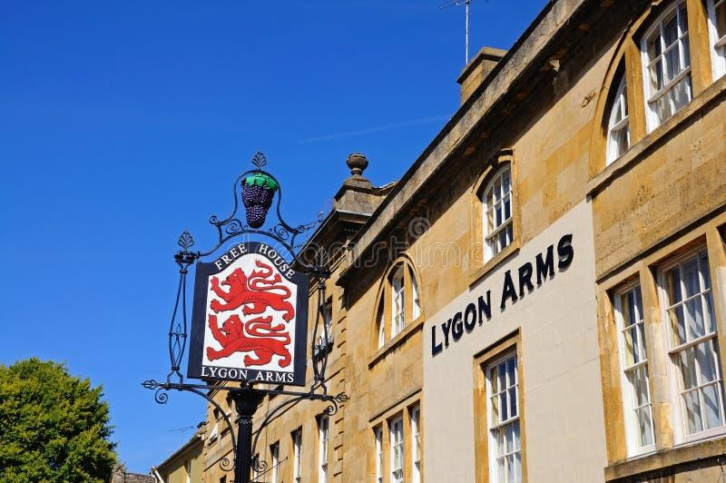 Lygon beväpnar hotellet som gå i flisor Campden royaltyfria foton