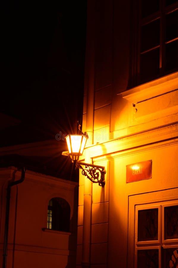 Download Lykta i en mörk gränd fotografering för bildbyråer. Bild av gammalt - 37348949