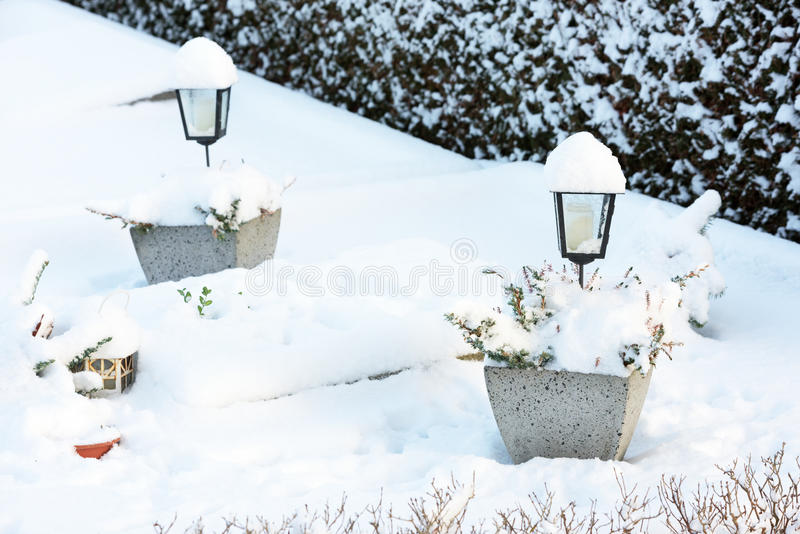 Lykta i Snow royaltyfri fotografi