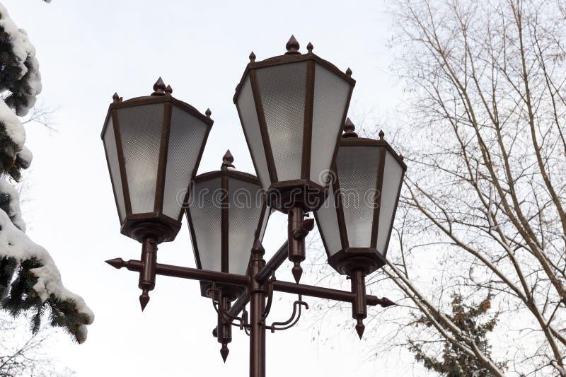 Lyktor av belysning, vinter royaltyfri foto