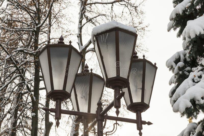 Lyktor av belysning, vinter royaltyfri fotografi