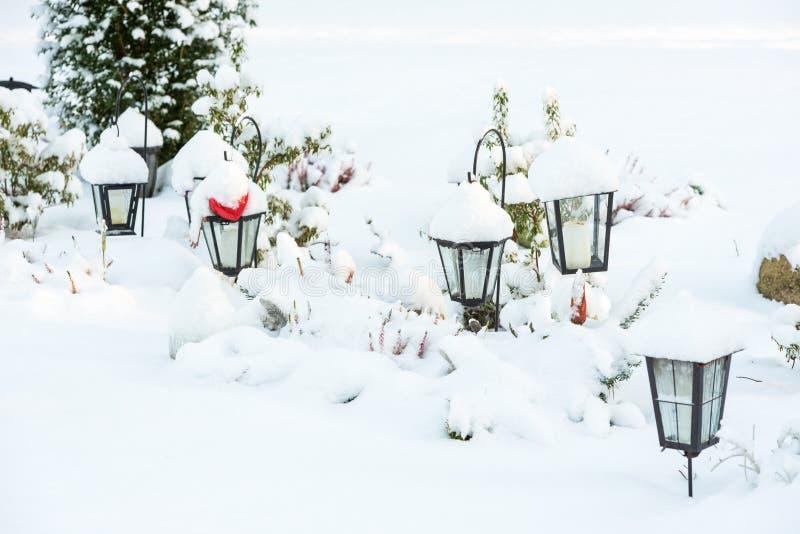 Lyktor i vinter royaltyfri bild