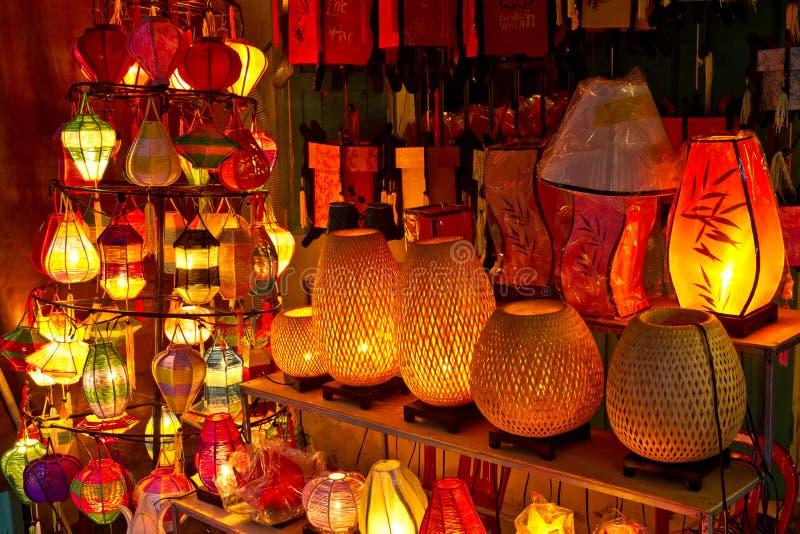Lyktor på marknadsgatan, Hoi An, Vietnam fotografering för bildbyråer