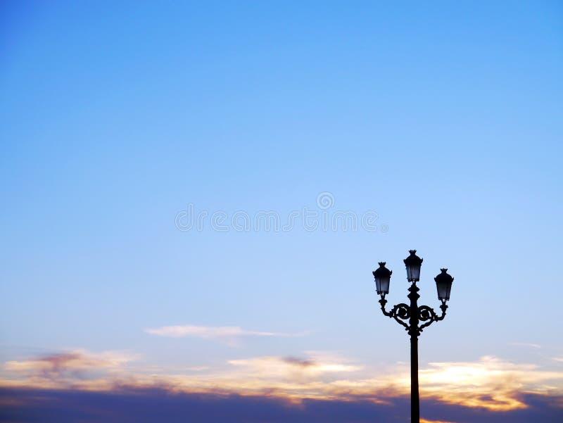 Lyktstolpar av ljus som exponerar konsertetapper royaltyfria bilder