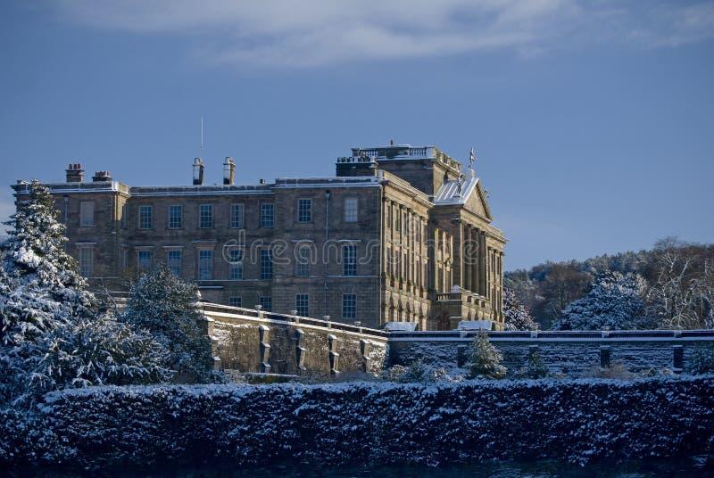 Lyme Hall dans la neige photo libre de droits