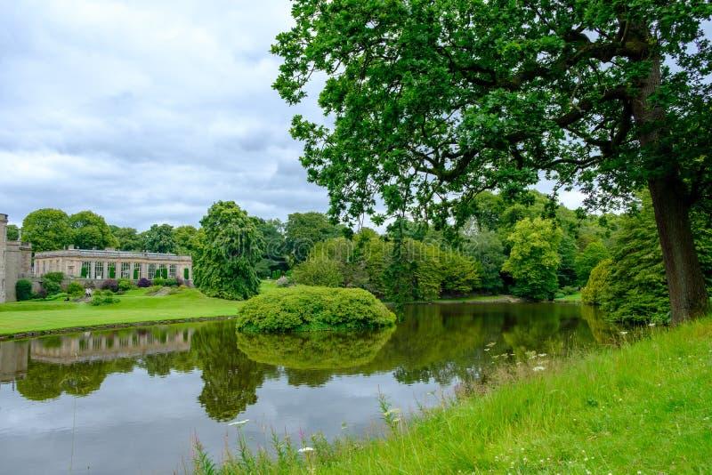 Lyme Hall (historiskt engelska) Stathemet and park i Cheshire, Förenade kungariket royaltyfri foto