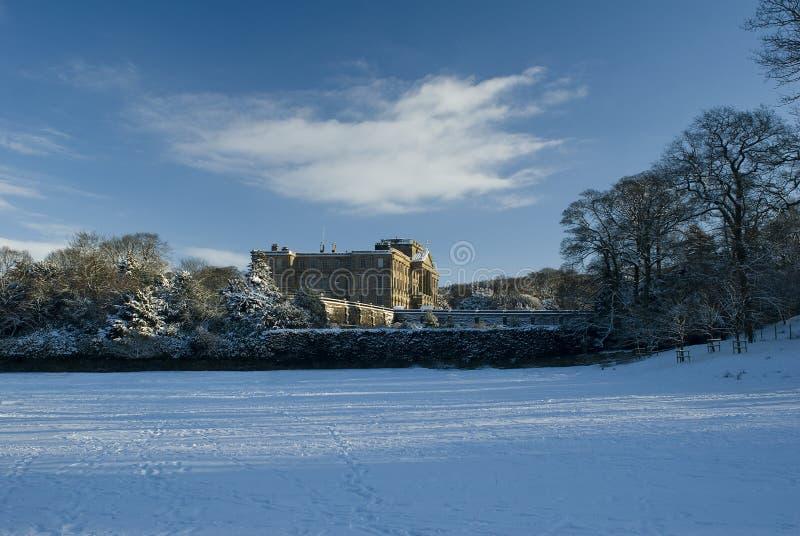 Lyme Hall im Schnee lizenzfreies stockbild