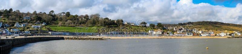 LYME REGIS, DORSET/UK - 22 DE MARÇO: Vista de Lyme Regis do H imagem de stock royalty free