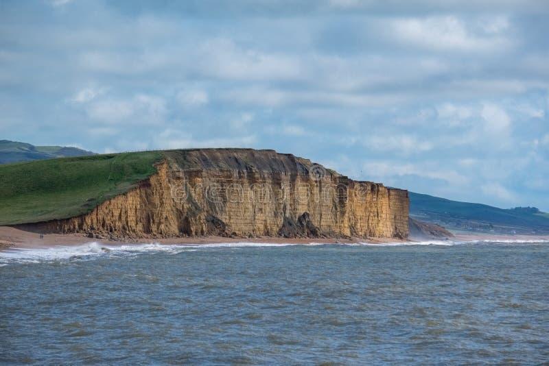 LYME REGIS, DORSET/UK - 22 MAART: Jurakustlijn in Lyme aangaande stock fotografie