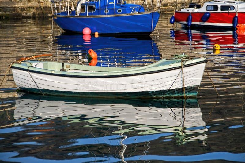 Lyme Regis Harbour - April arkivfoton