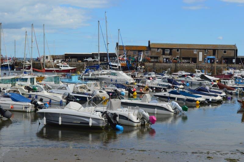 Lyme Regis Harbour i sommartid arkivfoto