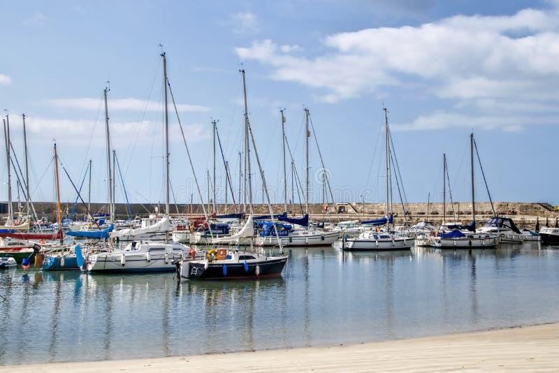 Lyme Regis Harbour - Juli 2015 royaltyfri bild