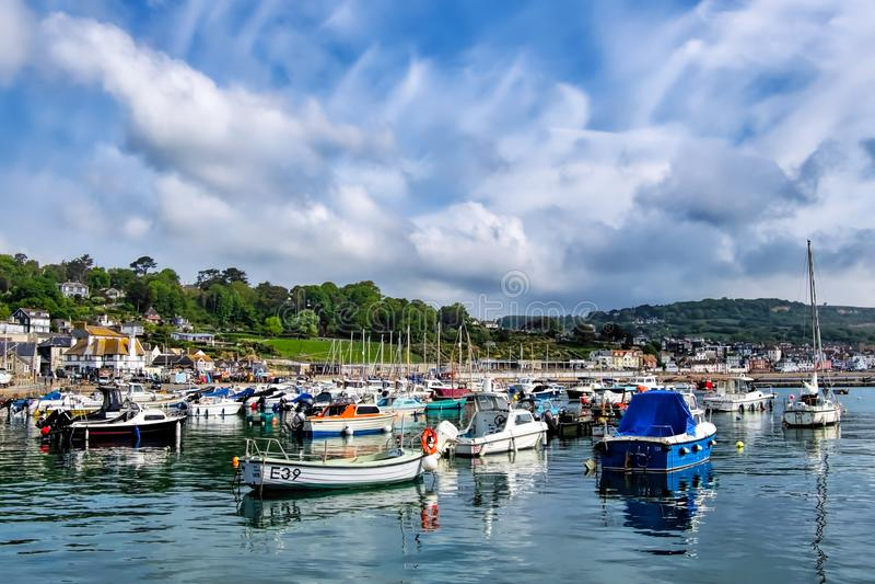 Lyme Regis Harbour - Maj 2018 royaltyfri foto