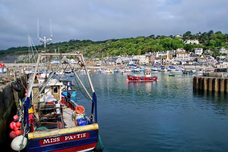 Lyme Regis Harbour - Maj 2015 royaltyfri fotografi