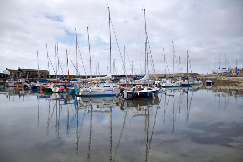 Lyme Regis Harbour - Maj 2015 royaltyfria bilder
