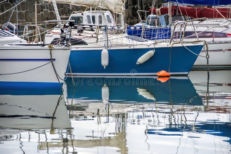 Lyme Regis Harbour - Maj 2015 fotografering för bildbyråer