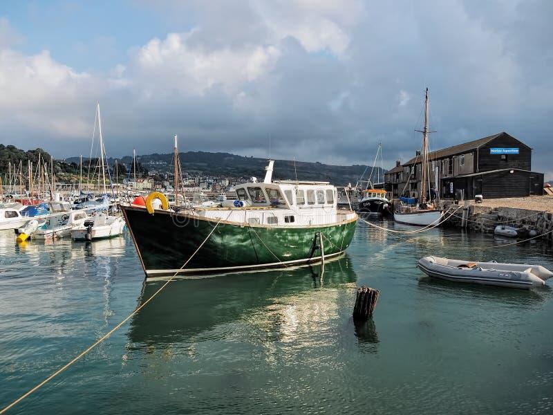 Lyme Regis Harbour - September royaltyfria bilder