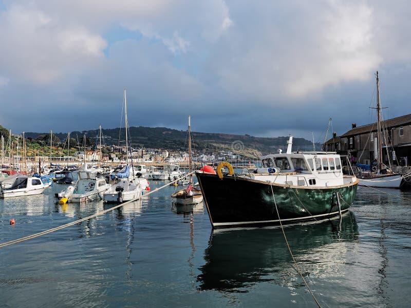 Lyme Regis Harbour - September royaltyfria foton