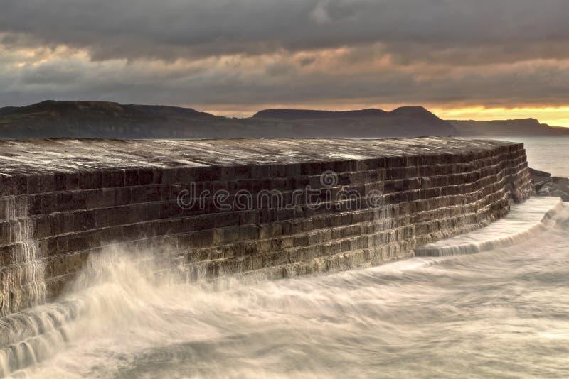 Lyme Regis - il Cobb immagini stock