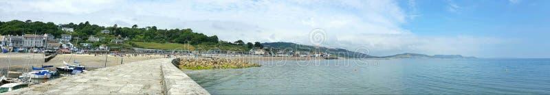 Lyme Regis på den Dorset kusten, UK royaltyfri fotografi