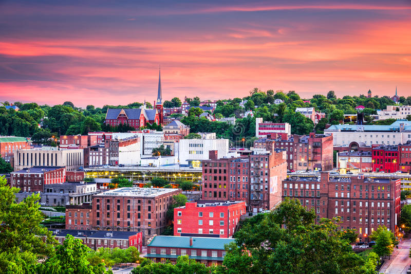 Lynchburg Virginia Town Skyline royaltyfri foto