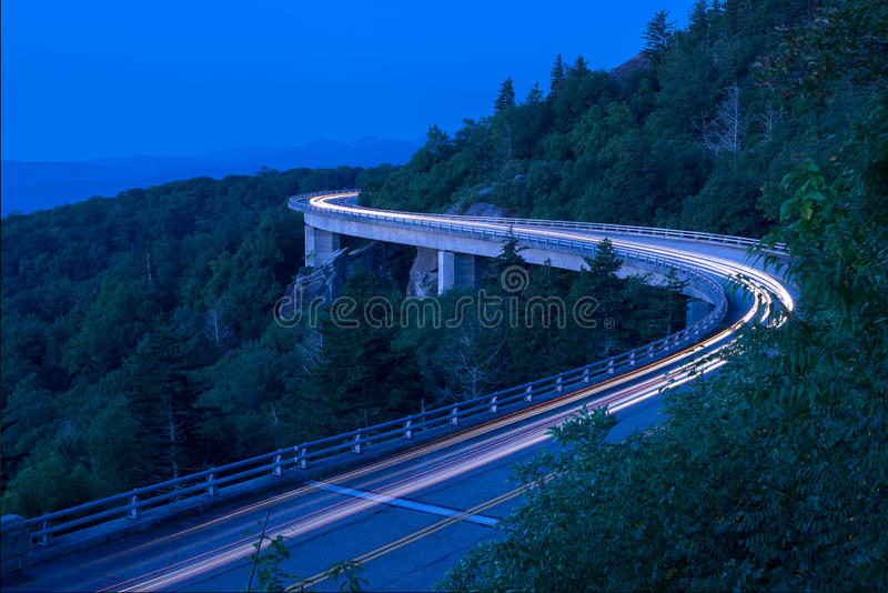 Lynn Cove Viaduct, alba scenica, North Carolina fotografie stock libere da diritti