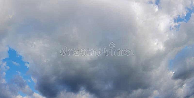 Lynnig himmelpanorama arkivfoto