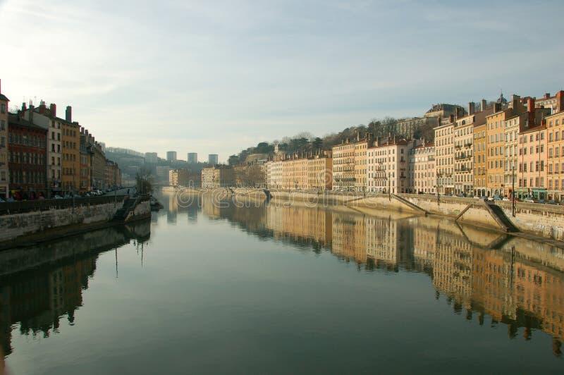 Lyon, Ansicht des frühen Morgens über die Rhône lizenzfreie stockfotos