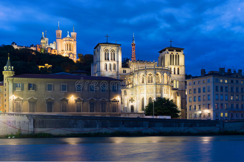 Lyon på natten royaltyfria bilder